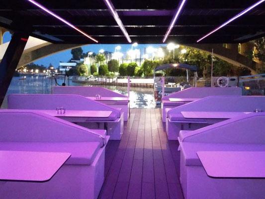fiesta privada en barco por el Guadalquivir