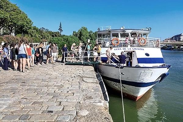 Imagen de embarcación Luna de la Giralda en Sevilla