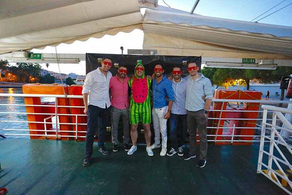 grupos en la boat party de Sevilla