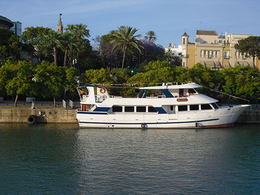 Yate de lujo por el Guadalquivir