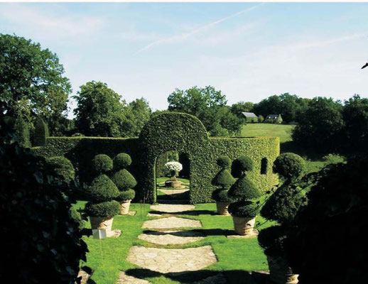 Jardins d'Eyrignac (45 minutes away)