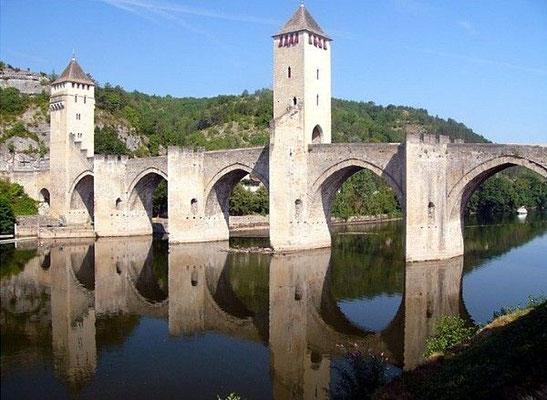Cahors (35 minutes away)
