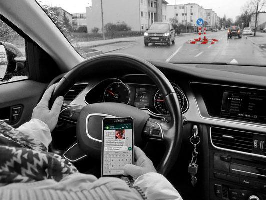 Handy am Steuer, Foto: Helmut Meier
