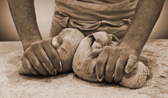 Brotteig wirken, Foto: Helmut Meier