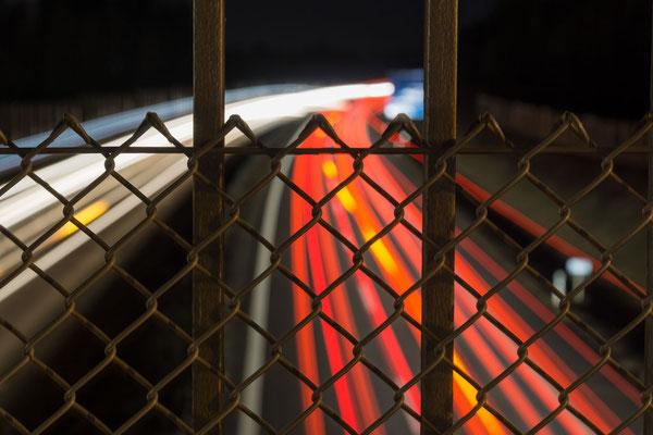 Autobahn hinter Gittern, Foto: Sebastian Reiter