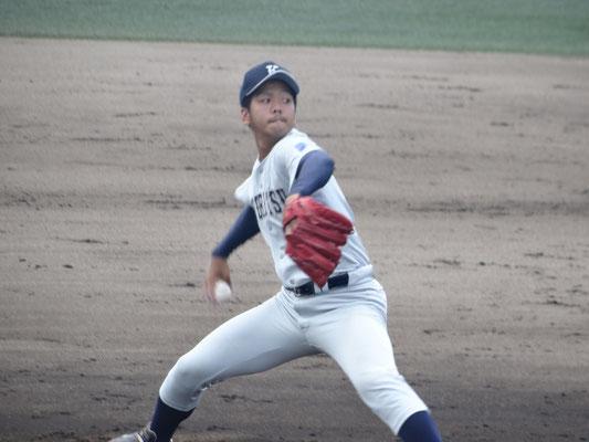 1年ぶりの登板で 初白星を挙げた 屋宜駿杜投手(経3:前原高校)