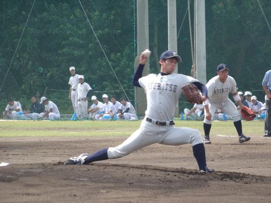 チームとして、この試合で大学初勝利を飾った 谷川文仁投手(経2:長崎日大高校)