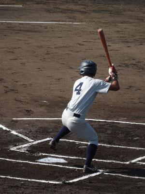 3打点を挙げ、2番打者として 打線を繋ぐ 玉本健太選手(経3:秀岳館高校)
