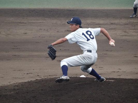 テンポの良いピッチングでチームを牽引した 岡本拓也投手(経4:北大津高校)