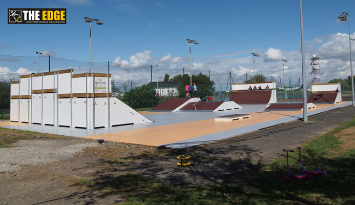 THE EDGE - Skatepark Design & Construction - Aire de street Trignac