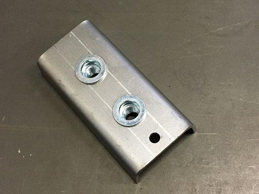 Pose d'insert sur pièce pliée