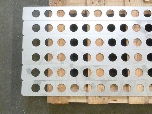Découpe de plaque en inox 304L 2B, épaisseur 5 mm