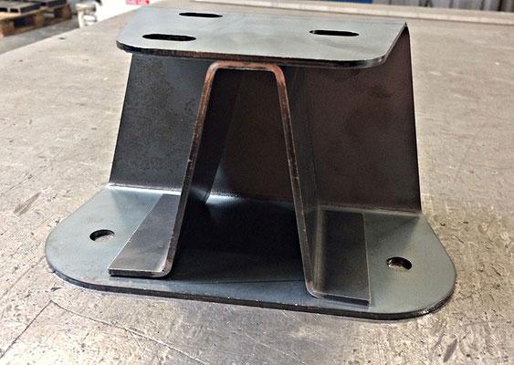 Support buté équerre en acier S235, épaisseur 3 mm