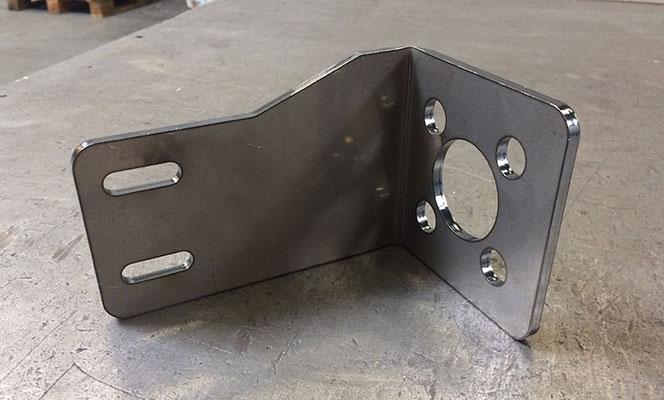 Patte reprise en acier S235, épaisseur 5 mm