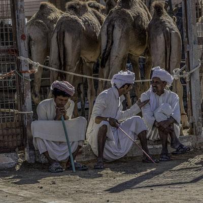 Emirati Arabi - Mercanti in un Suq