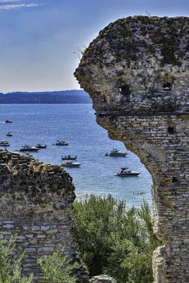 Vista del Lago di Garda dalle Grotte di Catullo