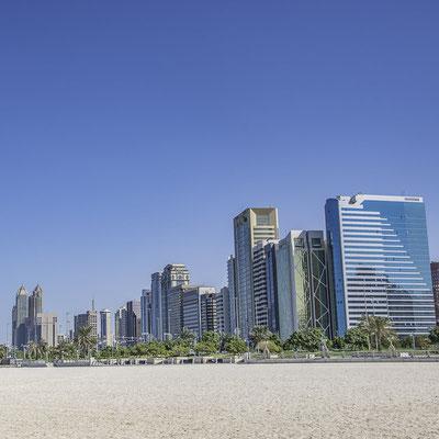 Abu Dhabi - Grattacieli lungo la Corniche