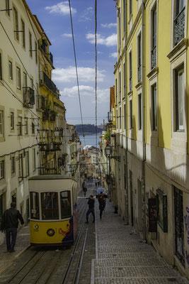 Lisbona - Rua da Bica - 1