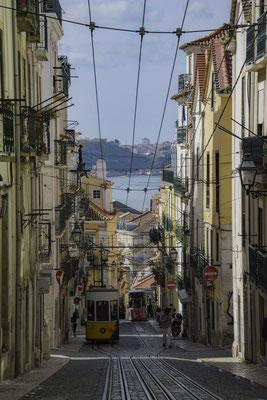 Lisbona - Rua da Bica - 3