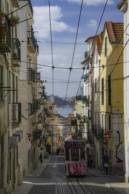 Lisbona - Rua da Bica - 2