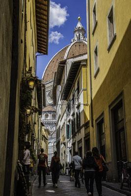 Il Duomo visto dai vicoli del centro