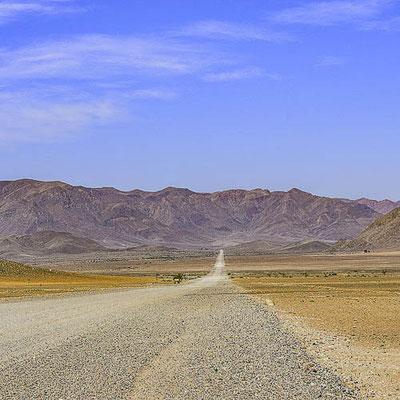 Namibia - Strada sterrata verso Deserto del Namib
