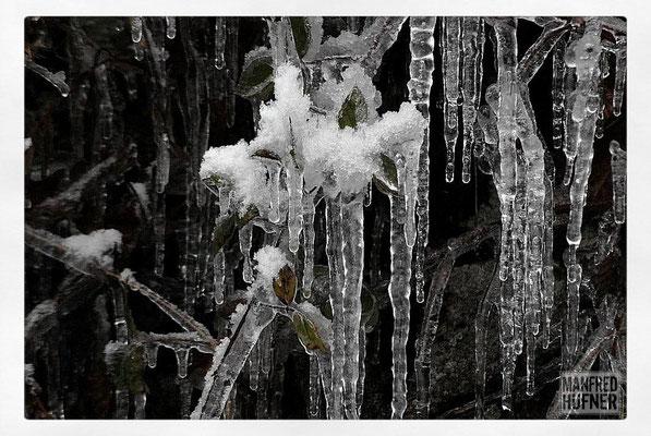 Eis an der Felswand beim Witznau-Stausee