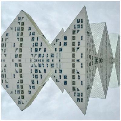 Abstrakte Spiegelung; Foto: Inge Straub