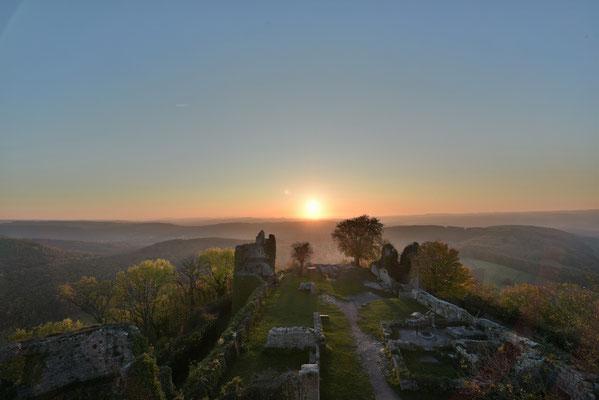 herbstlicher Sonnenuntergang a d Küssaburg; Foto: Joachim Hartbaum