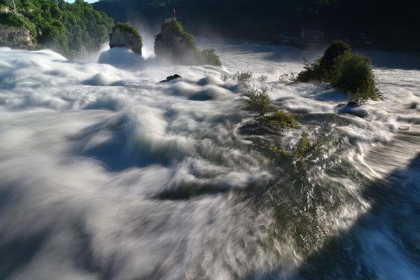 Rheinfall bei Schaffhausen; Foto: Joachim Hartbaum