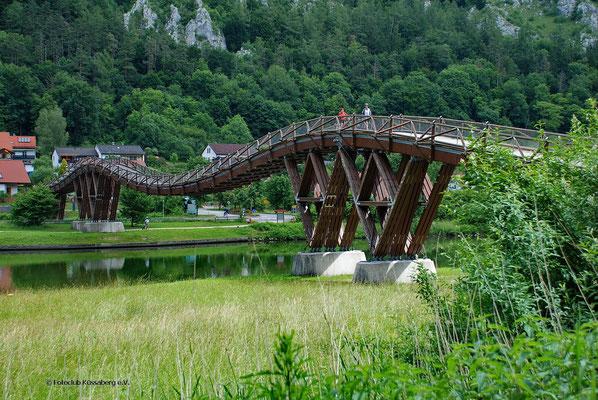 Tatzlwurm, längste europ. Holzbrücke im Altmühltal bei Essing; Foto: Fred Bischoff