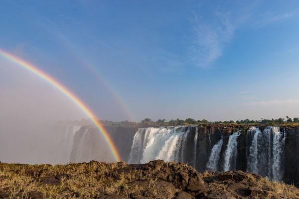 Regenbogen über den Victoriafällen; Foto: Thomas Schulter