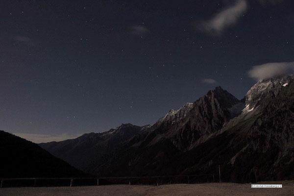 Sternenhimmel über dem Staller Sattel (30 s) Foto: Manfred Hüfner