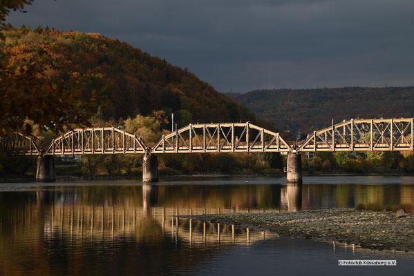 Eisenbahnbrücke beim Kraftwerk Klingnau; Foto: Joachim Hartbaum
