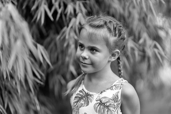 Mia im Garten; Foto: Inge Straub