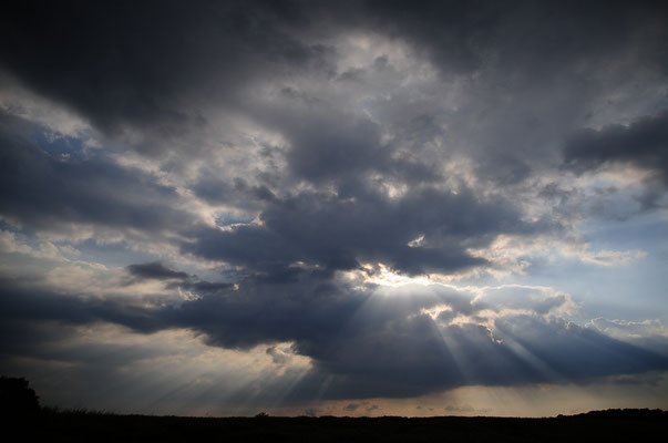 Kumuluswolken über Hasel; Foto Joachim Hartbaum