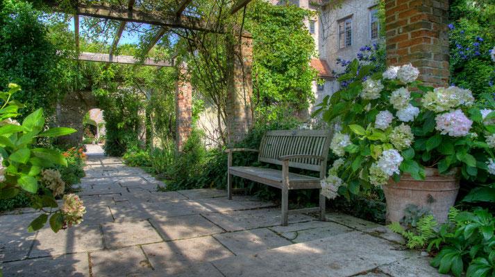 Weg im Garten, Bois de Moutier, Normandie; Foto: Iris Blümling