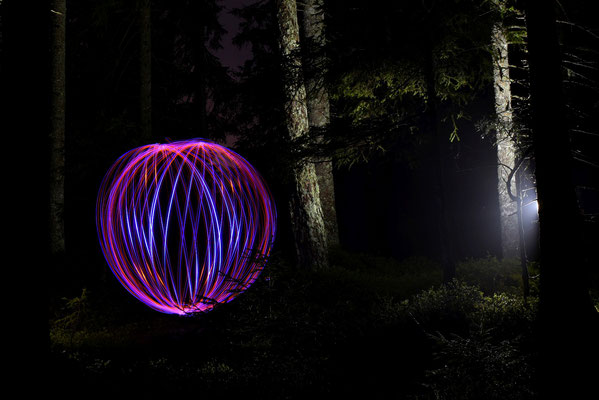 Lightpainting - Kugel; Foto: Sabine Mathis