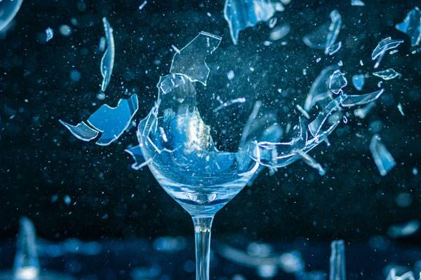 zerschossenes Glas; Foto: Thomas Schulter