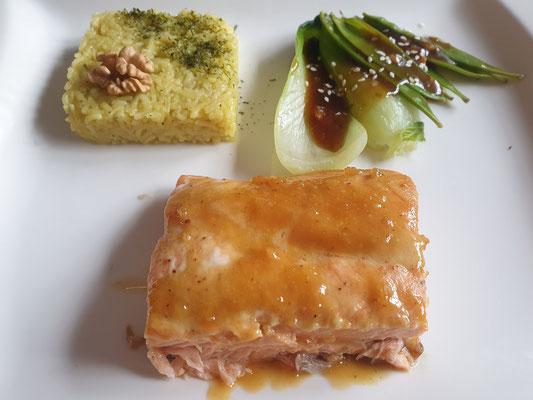 Lachsfilet Crossover Curryreis Chinagemüse mit Sauce   oder   Lust am Kochen; Foto: Sabine Mathis