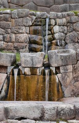hl Inkaquellen in Tambomachay bei Cusco Peru;  Foto: Rudi Franck