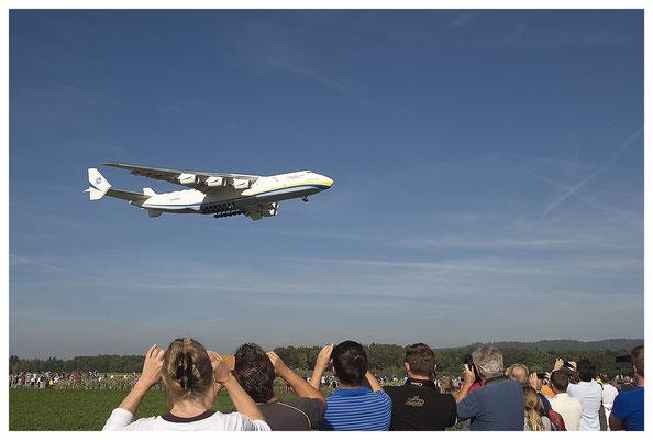 Eine Antonow im Landeanflug auf Kloten; Foto: Fred Bischoff