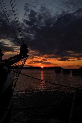 Sonnuntergang an der Ostsee mit dem Lotsenschoner Atalanta; Foto: André Rusch