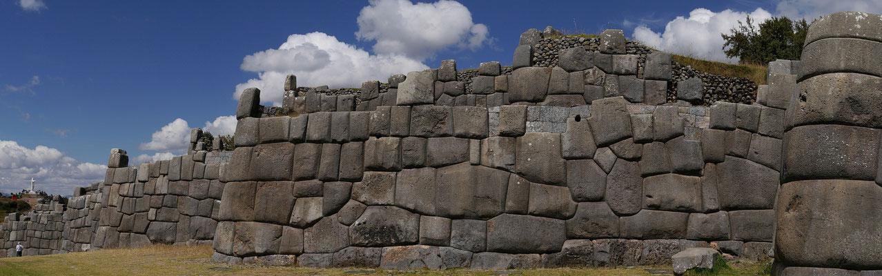 Inkafestung Sacsayhuaman bei Cusco, Peru; Foto: Rudi Franck
