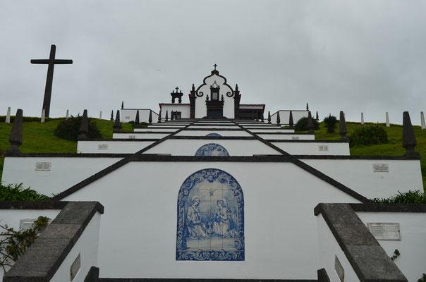 Gedenkstätte auf den Azoren; Foto: Sabine Mathis