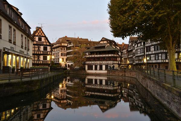 Spiegelung am Morgen in Straßburg; Foto: Sabine Mathis