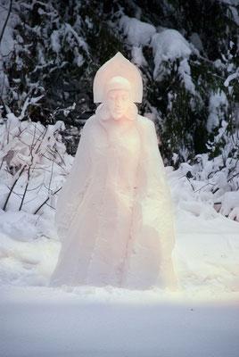 Снегурочка. снежная скульптура. 2011г