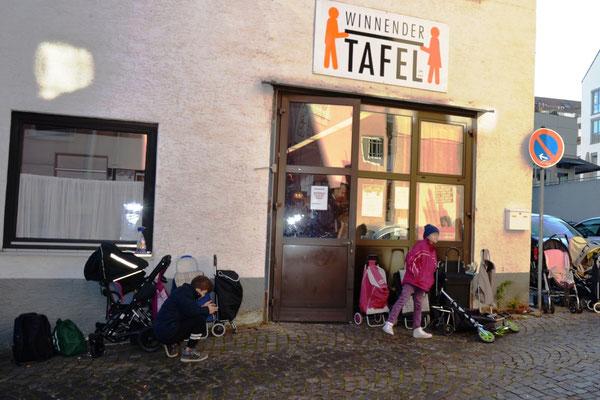 Nikolausbesuch im Tafelladen Winnenden am 10.12.2016