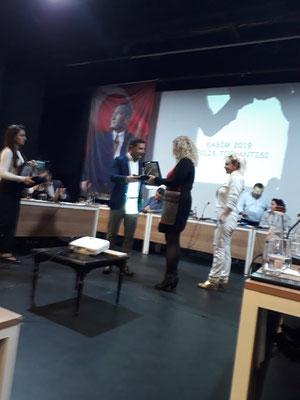 Übergabe der Auszeichnung bei der Ratsversammlung
