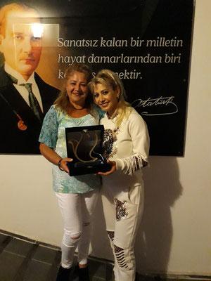 Unser Mitglied Filiz Gülten mit der Vertreterin von ARK, Nurdan Yaman